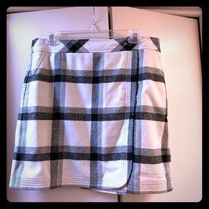 Loft wool/ polyester blend skirt